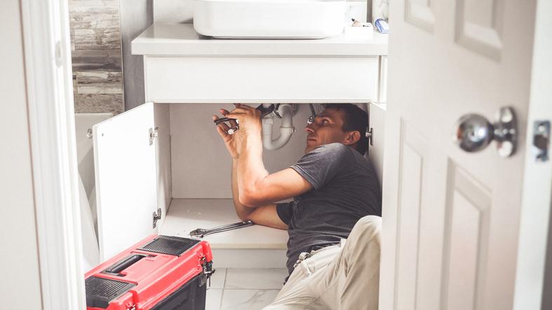 marietta plumber fixing a sink